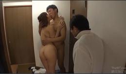 Nàng dâu tụt quần xin lỗi bố chồng