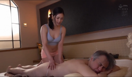 Ở nhà cuồng chân Vợ đi làm massage chịch